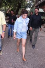 Alia Bhatt snapped in Mumbai on 18th Nov 2016 (29)_583066444c10f.JPG