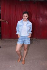 Alia Bhatt snapped in Mumbai on 18th Nov 2016 (3)_583066338f338.JPG