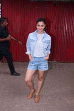 Alia Bhatt snapped in Mumbai on 18th Nov 2016 (4)_5830663433d8b.JPG