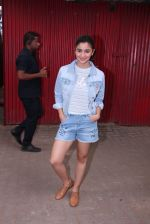 Alia Bhatt snapped in Mumbai on 18th Nov 2016 (5)_58306634f14fc.JPG