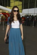 Evelyn Sharma snapped at airport on 18th Nov 2016 (27)_583065ed9b6d6.JPG