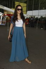 Evelyn Sharma snapped at airport on 18th Nov 2016 (29)_583065efcae32.JPG