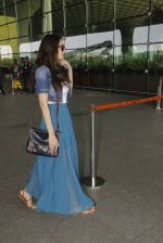 Evelyn Sharma snapped at airport on 18th Nov 2016 (34)_583065f34a4af.JPG