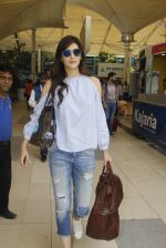 Kriti Sanon snapped at airport on 18th Nov 2016 (15)_583066032787c.JPG