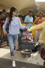 Kriti Sanon snapped at airport on 18th Nov 2016 (20)_583066071be39.JPG