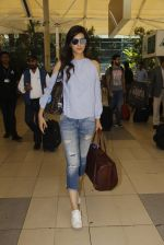 Kriti Sanon snapped at airport on 18th Nov 2016 (12)_58306600b0b8c.JPG