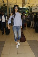 Kriti Sanon snapped at airport on 18th Nov 2016 (13)_58306601883f0.JPG