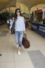 Kriti Sanon snapped at airport on 18th Nov 2016 (14)_583066025c431.JPG
