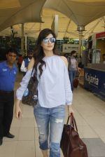 Kriti Sanon snapped at airport on 18th Nov 2016 (16)_58306603ed992.JPG