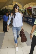 Kriti Sanon snapped at airport on 18th Nov 2016 (17)_58306604ba0c3.JPG
