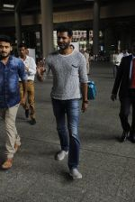 Prabhu Deva snapped at airport on 18th Nov 2016 (35)_5830661dd384b.JPG