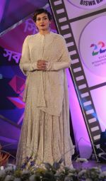 Raveena Tandon at closing ceremony of Kolkata film festival on 18th Nov 2016 (22)_58305e8005806.jpg