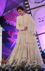 Raveena Tandon at closing ceremony of Kolkata film festival on 18th Nov 2016 (24)_58305e823773f.jpg