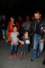 Sanjay Dutt, Manyata Dutt with Kids on 18th Nov 2016 (23)_583068184897f.JPG
