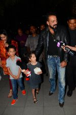 Sanjay Dutt, Manyata Dutt with Kids on 18th Nov 2016 (24)_583067a2572ab.JPG