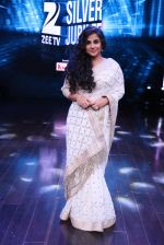 Vidya Balan at the Reunion of Hum Panch at the ZEE Zilver Jubilee Celebrations on 18th Nov 2016 (3)_58306805d004d.JPG