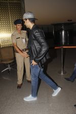 Hrithik Roshan snapped at airport on 20th Nov 2016 (9)_5832a3f5a9a39.JPG