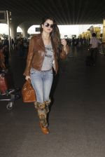 Kainaat Arora snapped at airport on 19th Nov 2016 (49)_58329cf79805f.JPG