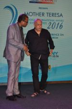 Mahesh Bhatt graces Mother Teresa Memorial International Awards on 20th Nov 2016 (15)_5832a50d61cdd.JPG