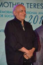 Mahesh Bhatt graces Mother Teresa Memorial International Awards on 20th Nov 2016 (17)_5832a50e94761.JPG