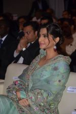 Sonam Kapoor graces Mother Teresa Memorial International Awards on 20th Nov 2016 (14)_5832a535bae27.JPG