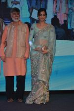Sonam Kapoor graces Mother Teresa Memorial International Awards on 20th Nov 2016 (24)_5832a53bceef8.JPG