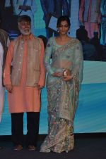 Sonam Kapoor graces Mother Teresa Memorial International Awards on 20th Nov 2016 (25)_5832a53c717fd.JPG