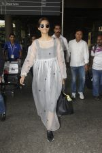 Sonam Kapoor snapped at airport on 19th Nov 2016 (21)_58329d1458106.JPG