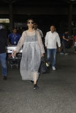 Sonam Kapoor snapped at airport on 19th Nov 2016 (22)_58329d1510e47.JPG