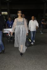 Sonam Kapoor snapped at airport on 19th Nov 2016 (23)_58329d15b2942.JPG