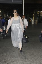 Sonam Kapoor snapped at airport on 19th Nov 2016 (18)_58329d11e96f7.JPG