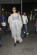 Sonam Kapoor snapped at airport on 19th Nov 2016 (19)_58329d12d9aaa.JPG