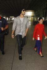 Sushant Singh Rajput snapped at airport on 19th Nov 2016 (35)_58329d1feacf8.JPG