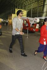Sushant Singh Rajput snapped at airport on 19th Nov 2016 (37)_58329d2158502.JPG
