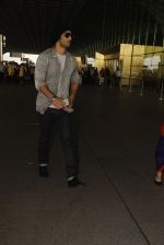 Sushant Singh Rajput snapped at airport on 19th Nov 2016 (31)_58329d1d1b6cd.JPG