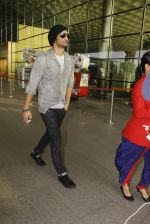 Sushant Singh Rajput snapped at airport on 19th Nov 2016 (38)_58329d220956b.JPG