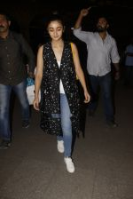 Alia Bhatt snapped at airport on 21st Nov 2016 (71)_5833eb6df1eaf.JPG