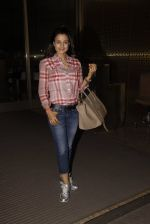Ameesha Patel snapped at airport on 21st Nov 2016 (62)_5833eb7463637.JPG