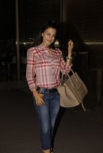 Ameesha Patel snapped at airport on 21st Nov 2016 (63)_5833eb75043d7.JPG