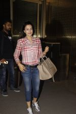 Ameesha Patel snapped at airport on 21st Nov 2016 (58)_5833eb72216ce.JPG