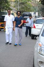 Harshvardhan Kapoor snapped taking a walk on 21st Nov 2016 (10)_5833ec1a33be1.JPG