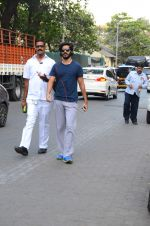 Harshvardhan Kapoor snapped taking a walk on 21st Nov 2016 (14)_5833ec1edc698.JPG
