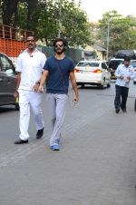 Harshvardhan Kapoor snapped taking a walk on 21st Nov 2016 (15)_5833ec1fbd319.JPG