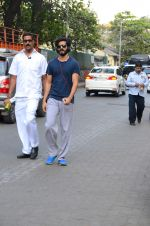Harshvardhan Kapoor snapped taking a walk on 21st Nov 2016 (16)_5833ec20caff8.JPG