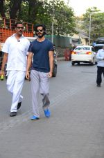 Harshvardhan Kapoor snapped taking a walk on 21st Nov 2016 (17)_5833ec21bffca.JPG