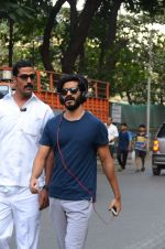 Harshvardhan Kapoor snapped taking a walk on 21st Nov 2016 (18)_5833ec2295258.JPG