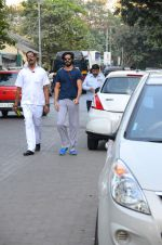 Harshvardhan Kapoor snapped taking a walk on 21st Nov 2016 (6)_5833ec1650101.JPG