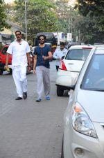 Harshvardhan Kapoor snapped taking a walk on 21st Nov 2016 (7)_5833ec1720ade.JPG