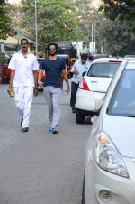Harshvardhan Kapoor snapped taking a walk on 21st Nov 2016 (8)_5833ec1824484.JPG