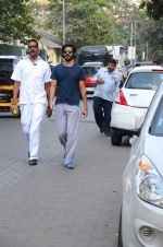 Harshvardhan Kapoor snapped taking a walk on 21st Nov 2016 (9)_5833ec194d853.JPG
